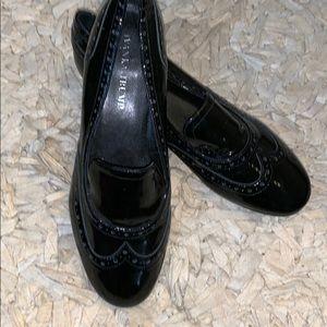 Beautiful (EUC) black patent leather ladies loafer